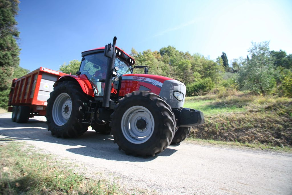 Air brakes for tractors
